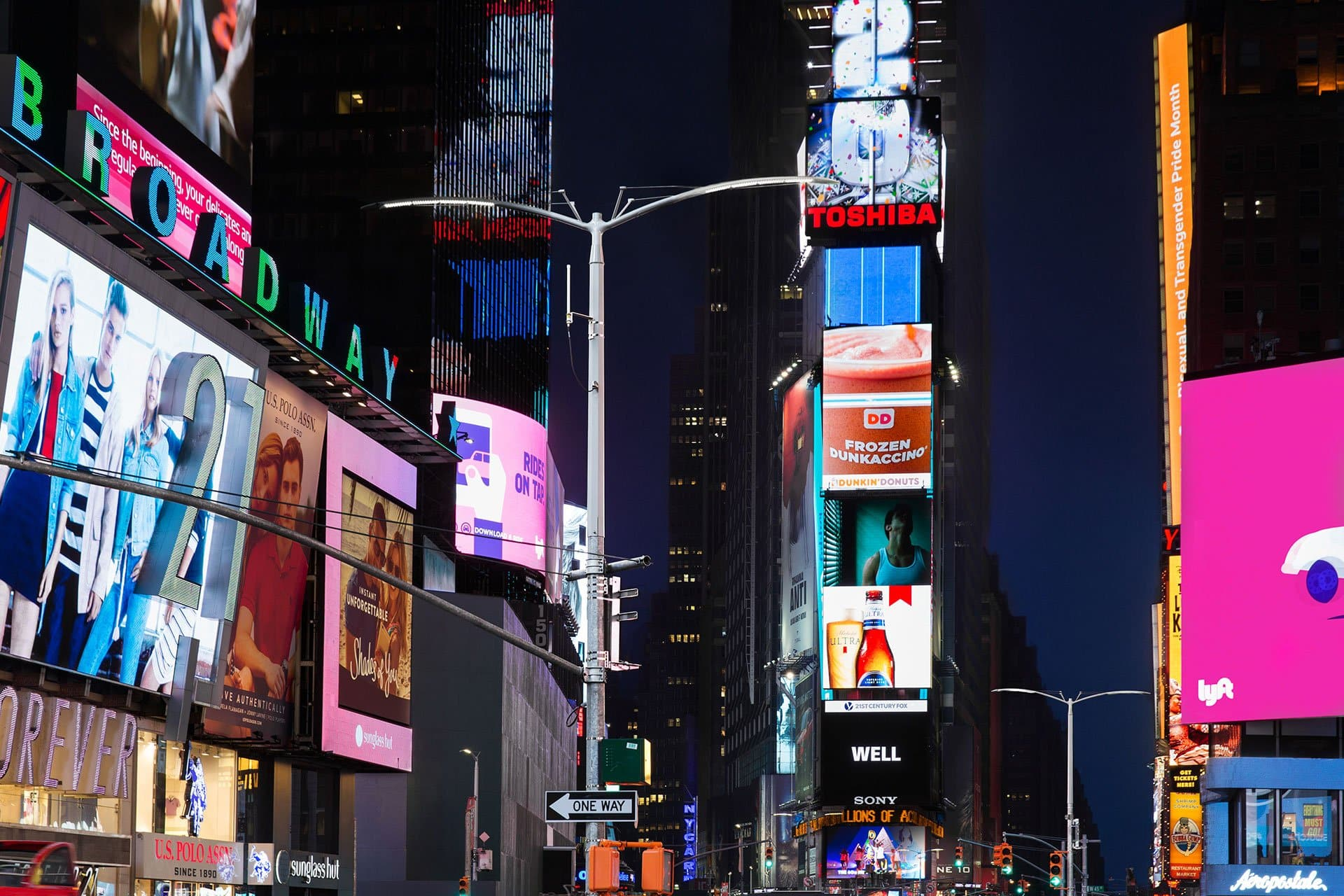 NYC streetlight project features OVI work and the use of LED technology.